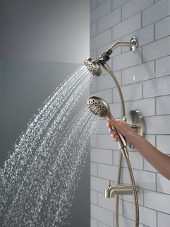 P18437-BN_MODEL_WATER_05_WEB.jpg